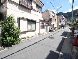 前面道路(西側より撮影)
