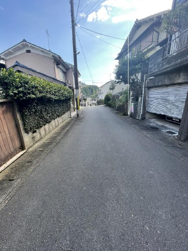 前面道路(北側から撮影)