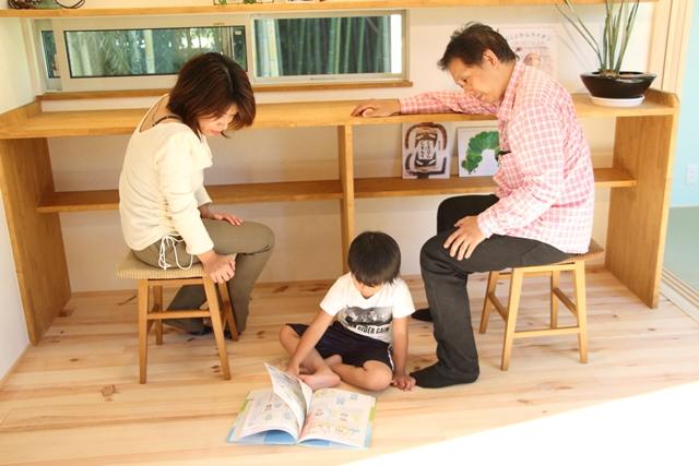 リビング内のワークスペースで 家族のコミュニケーション