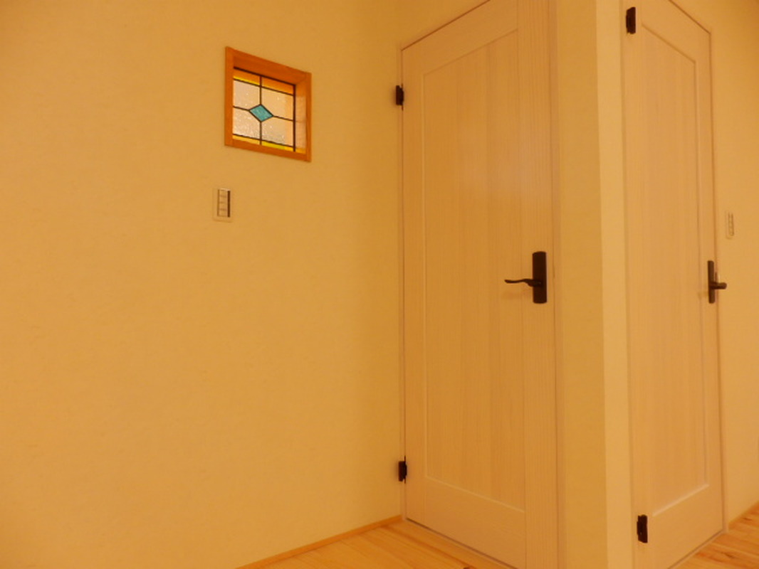 居室に明かりとりのためのステンドグラス