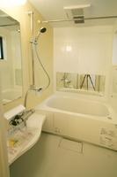 真っ白の清潔感ある浴室